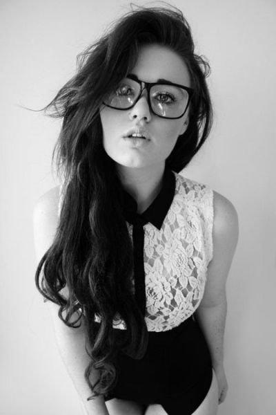 Девушки в очках (45 фото)