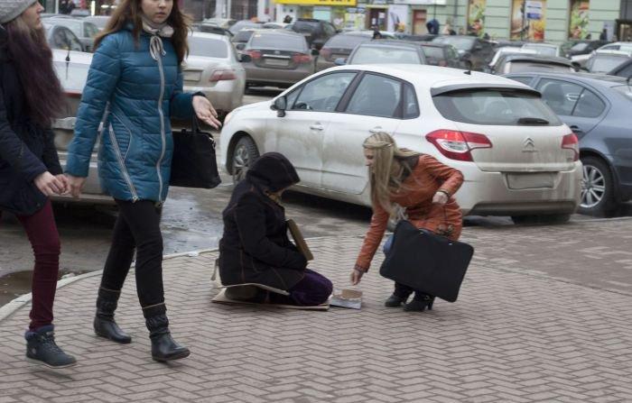 Попрошайка в Нижнем Новгороде (3 фото)
