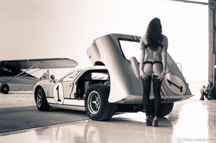 Девушки и автомобили (30 фото)