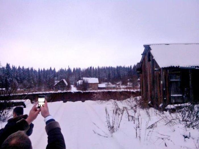 Провал грунта в Соликамске (5 фото)