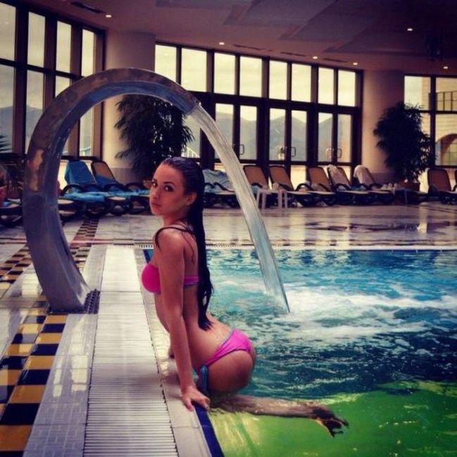 Девушки в купальниках (50 фото)