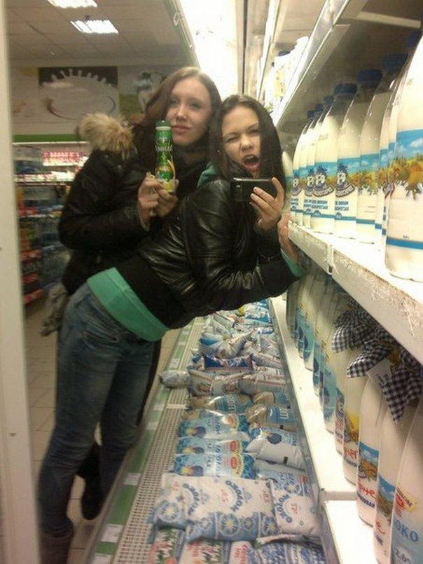 Девушки в социальных сетях (24 фото)