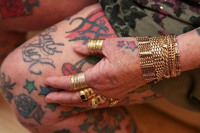 Татуированная бабушка (9 фото)