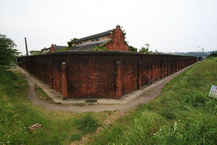 Заброшенная тюрьма в Японии (26 фото)