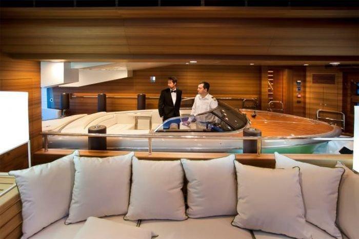 Внутри шикарной яхты (25 фото)