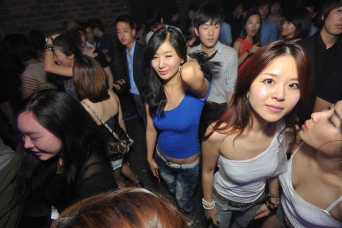 Азиатки в клубах россии, контакт посмотреть порно сказку красная шапочка