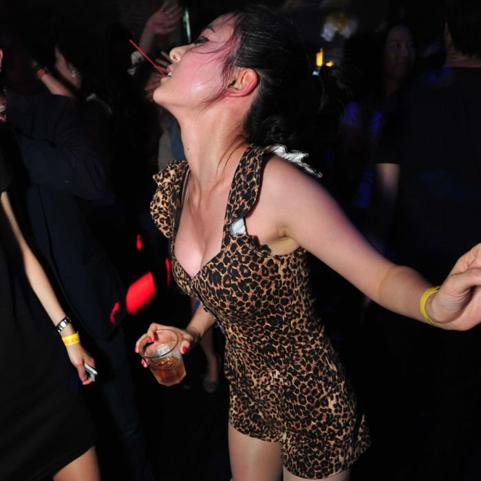 Как девушки отдыхают в клубах видео