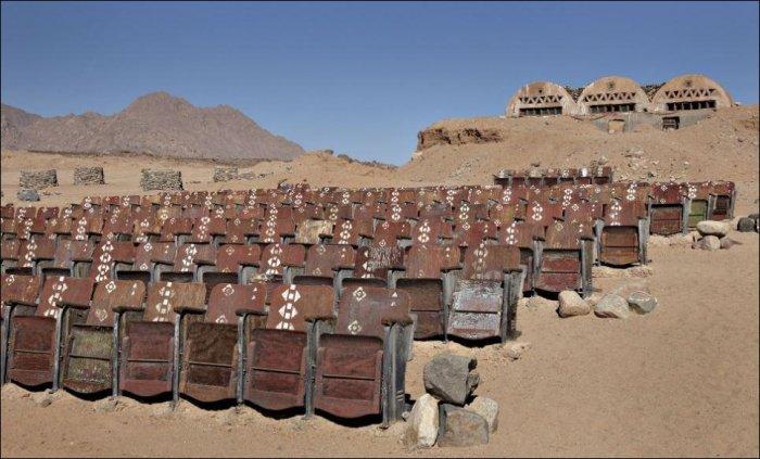 Кинотеатр в пустыне (9 фото)