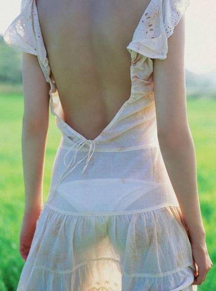Девушки в платьях (41 фото)