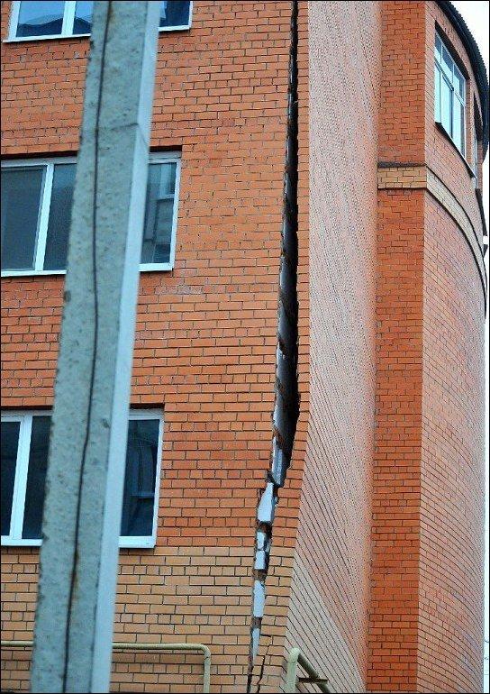 Стена отклеилась (5 фото)