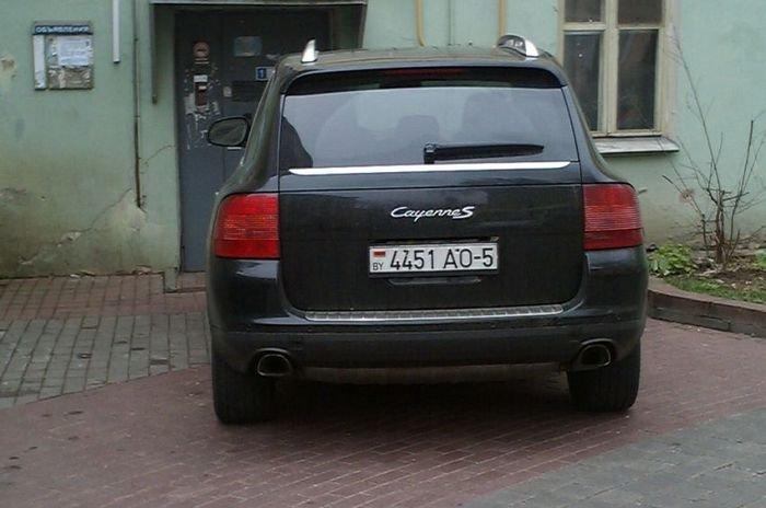 Очередной парковщик (3 фото)