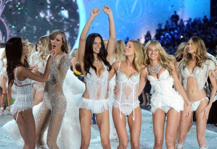 Девушки на показе белья Victoria's Secret (24 фото)