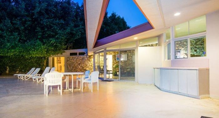 Дом Элвиса Пресли выставили на продажу (33 фото)