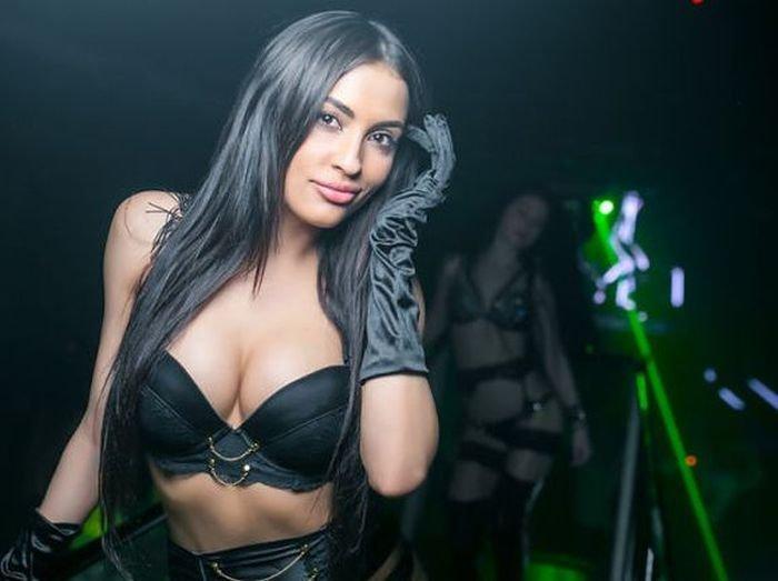 Шикарные чики в клубах, секретарша шлюха порно