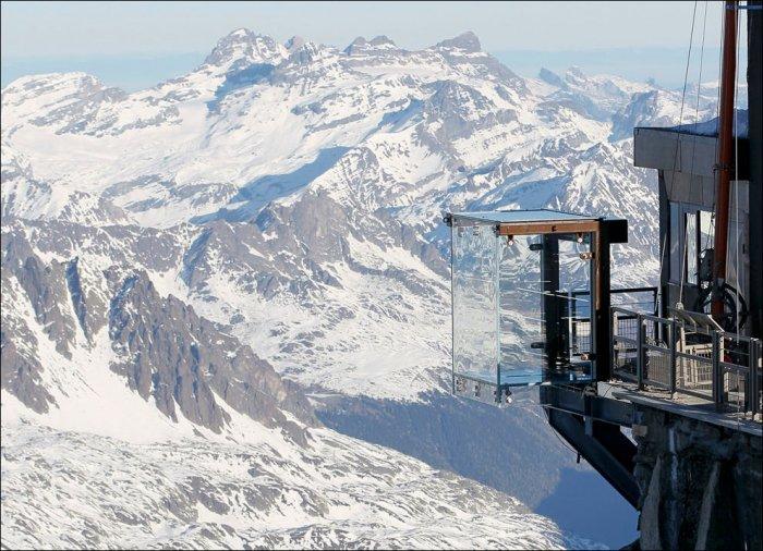 Обзорная площадка в горах (17 фото)