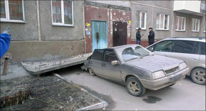 Неудачно припарковался (2 фото)