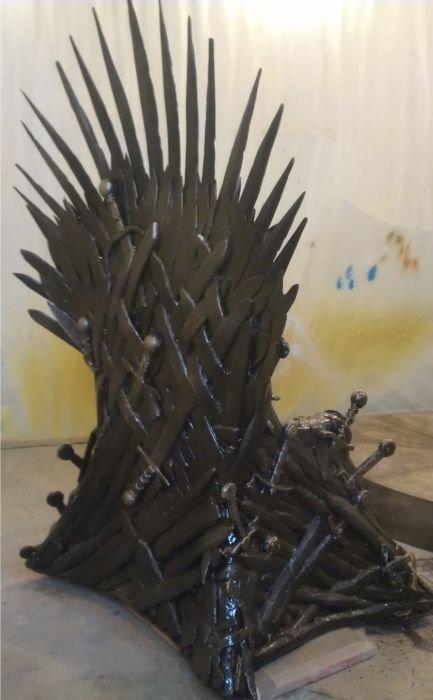 Самодельный трон из сериала Игра престолов (17 фото)