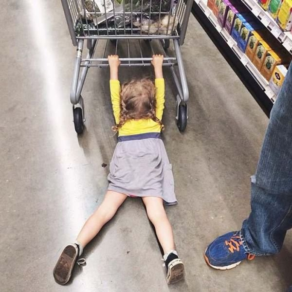 Дети идут за покупками (18 фото)