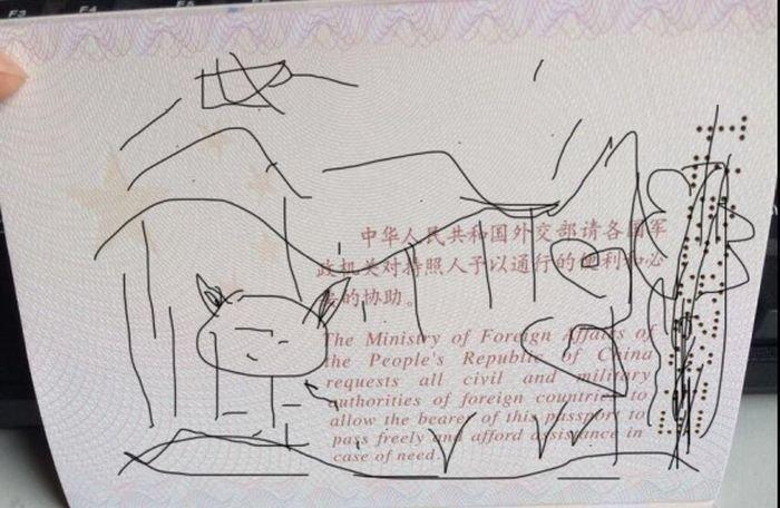 Не оставляйте ребенка с важными документами (3 фото)