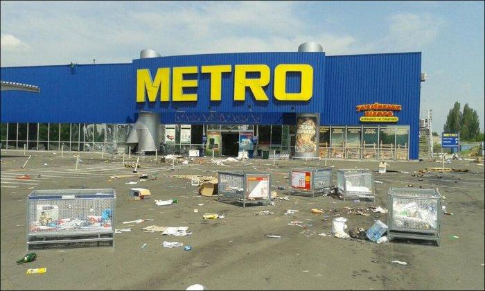 Разграбление донецкого гипермаркета (5 фото)