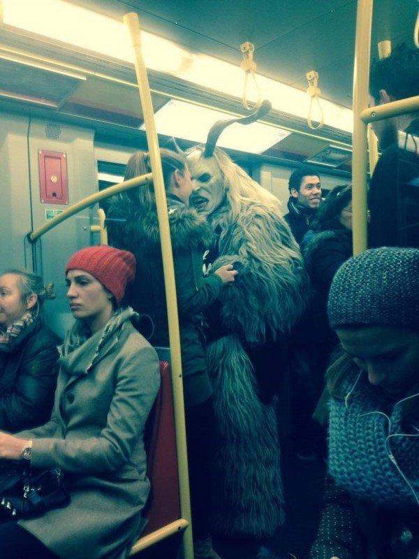 Люди в общественном транспорте (18 фото)