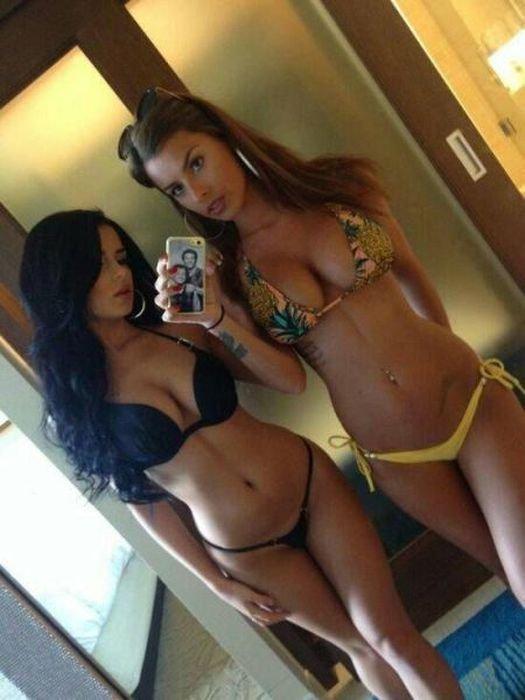 Девушки в бикини (52 фото)