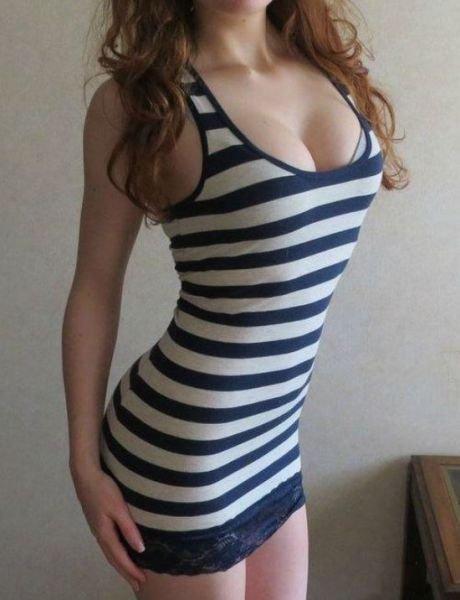 Девушки в сексуальных платьях (53 фото)