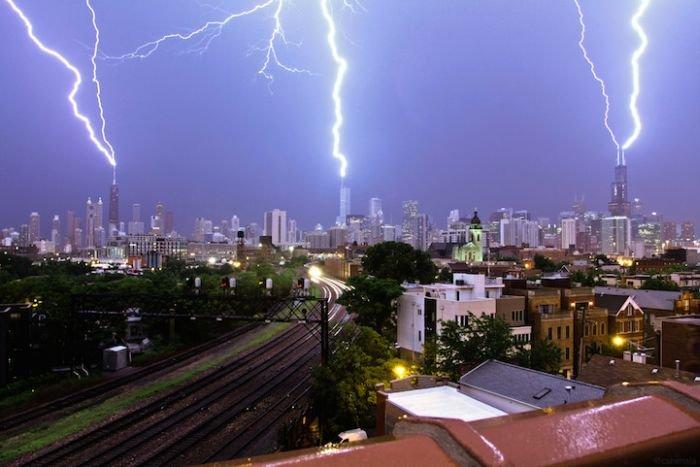 Тройной удар молний в Чикаго (2 фото + гифка)