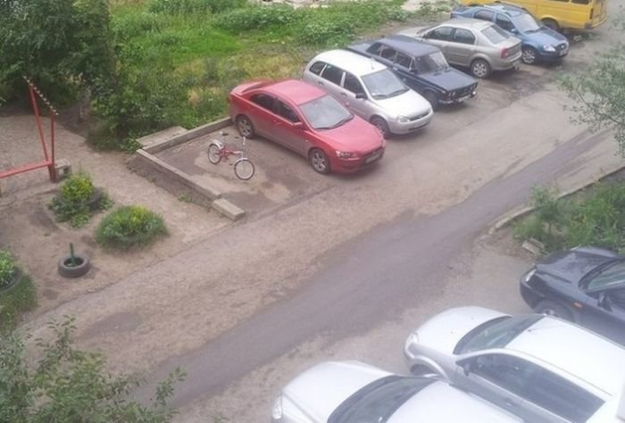 Месть велосипедисту (2 фото)