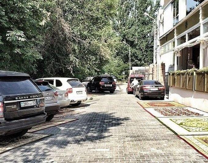 VIP-парковка в Алматы (4 фото)