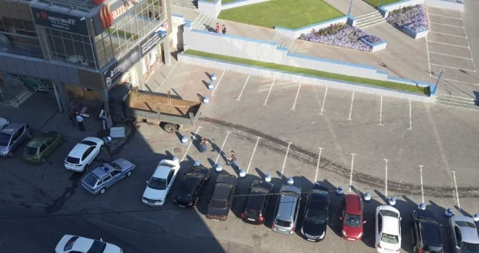 Грузовик с отказавшими тормозами (4 фото)