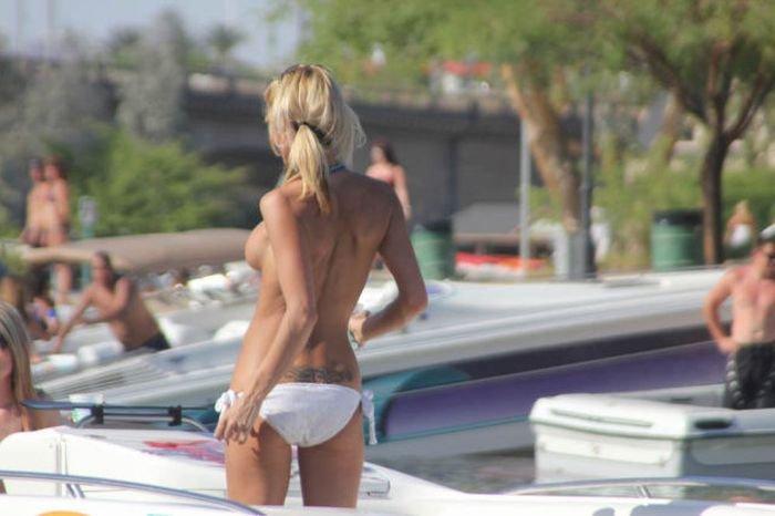 Девушки на озере Хавасу (67 фото)