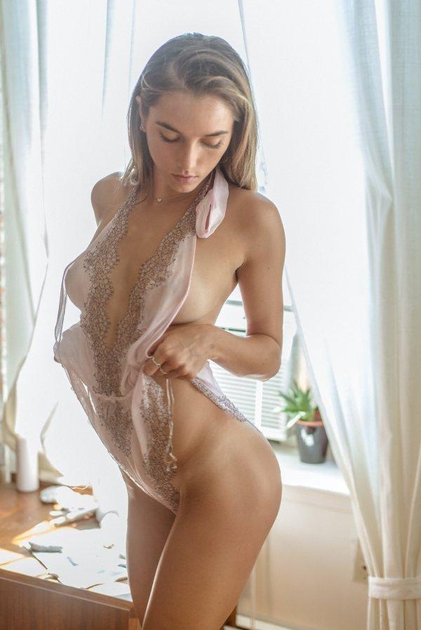 fotografii-devushek-bez-belya-melina-mason-pornozvezda