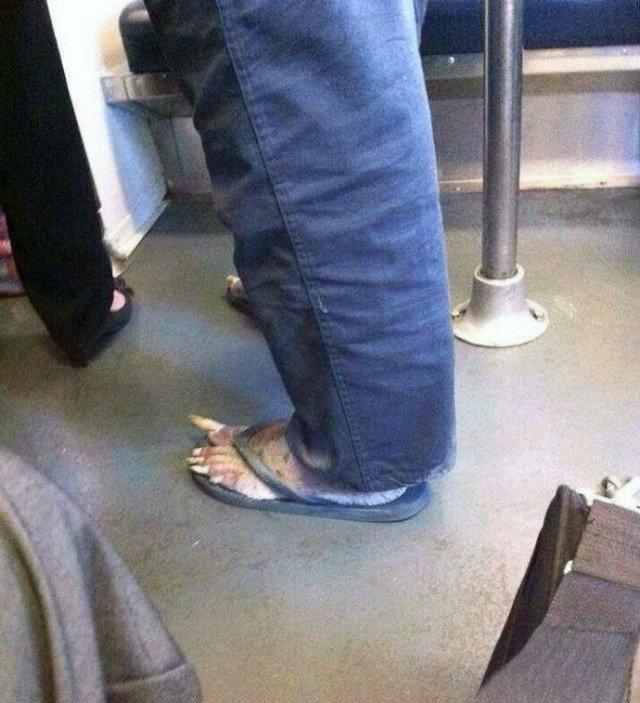 Жесть в метро Нью-Йорка (2 фото)