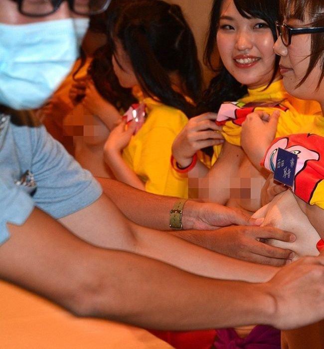 Благотворительность по-японски (18 фото)