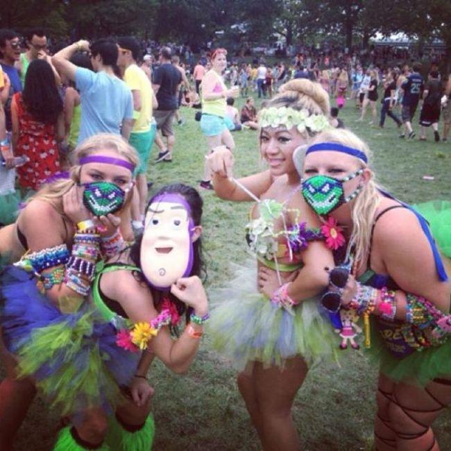 Девушки на музыкальном фестивале (35 фото)