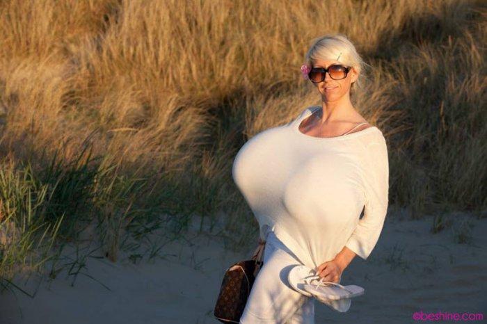 Самые большие груди в мире (5 фото)