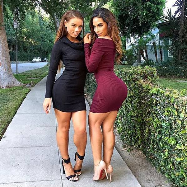 Девушки в обтягивающих нарядах (56 фото)
