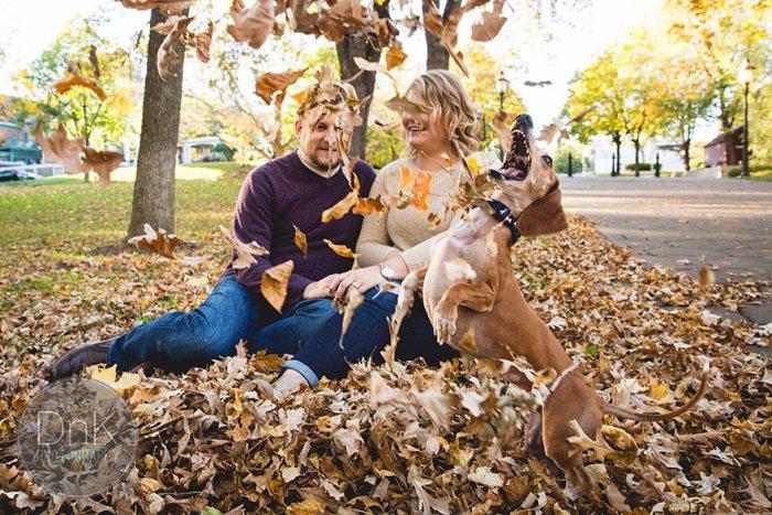 Осенняя фотосессия влюбленной пары пошла не по плану (6 фото)