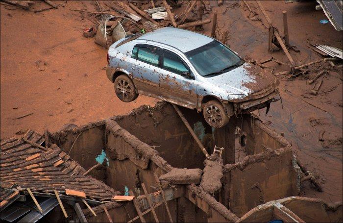 Бразильский городок смыло отходами производства (22 фото)