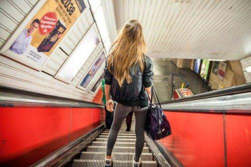 Девушки в обтягивающих штанах (38 фото)