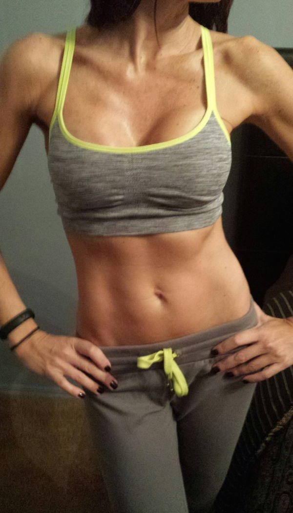 Девушки в спортивной форме (22 фото)