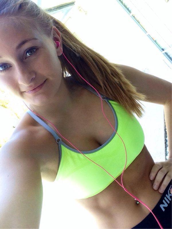 Девушки в спортивной форме (34 фото)