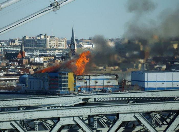 Тушение пожара зимой (11 фото)