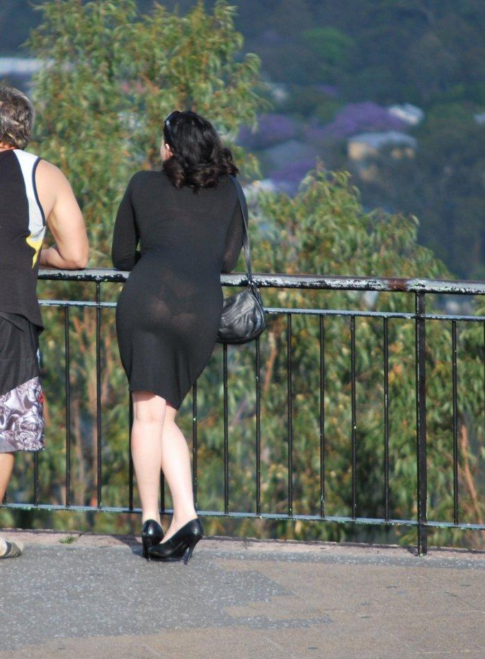 Девушки в прозрачной одежде (22 фото)