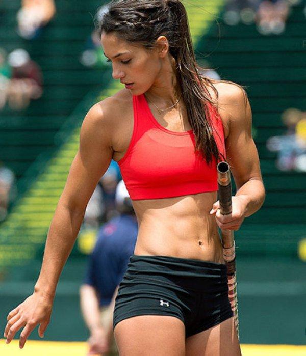 Девушки со спортивной фигурой (15 фото)
