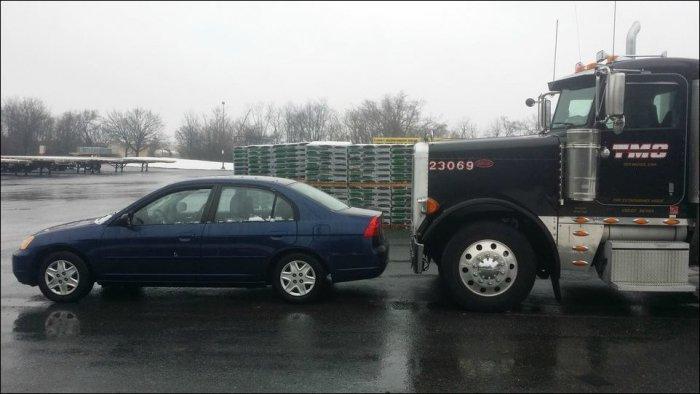 Вид из кабины грузовика (2 фото)