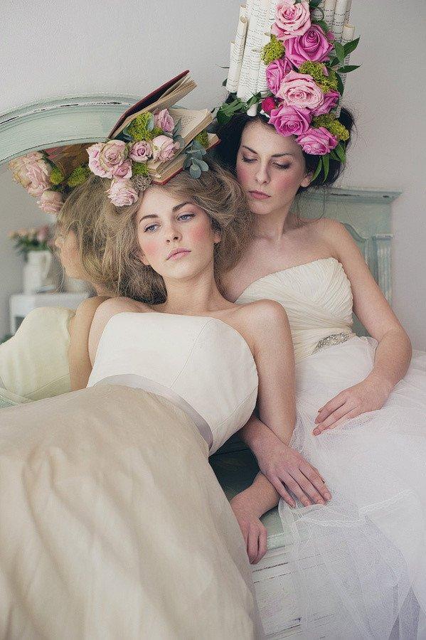Девушки с коронами из цветов (35 фото)
