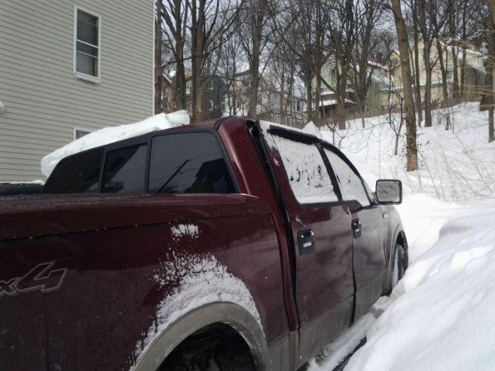 Не стоит парковаться возле сосулек (8 фото)