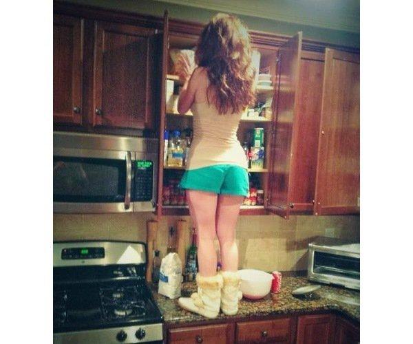 Проблемы невысоких девушек (10 фото)